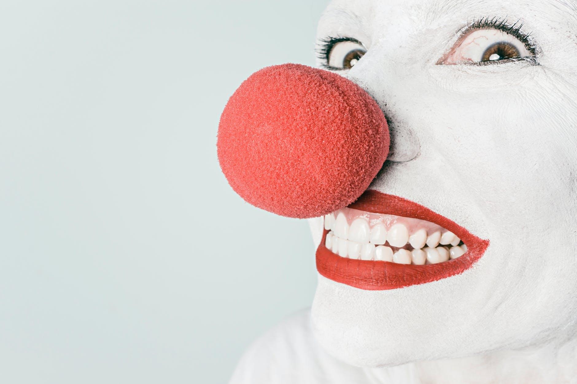 Ihminen punainen nenä